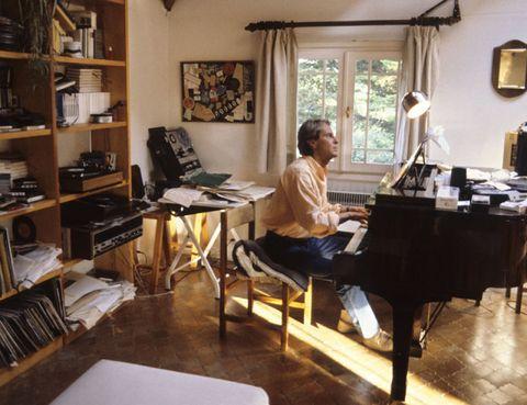 Lighting, Room, Pianist, Keyboard, Shelf, Musical instrument, Interior design, Furniture, Picture frame, Shelving,
