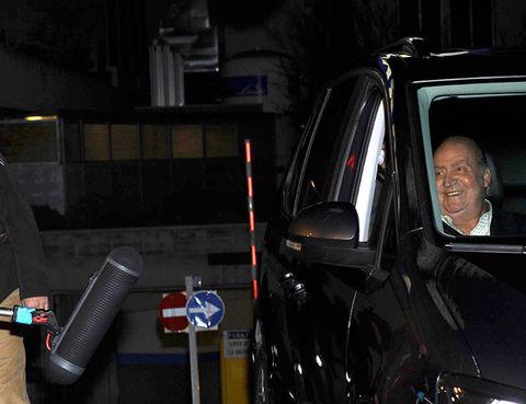 Vehicle door, Automotive window part, Windshield, Mid-size car, Law enforcement,