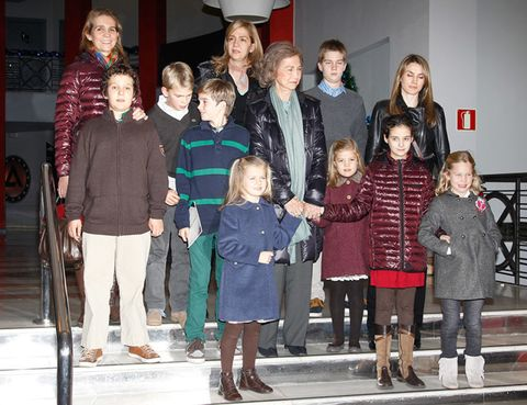 Hair, Footwear, Leg, Winter, People, Jacket, Trousers, Human body, Social group, Standing,