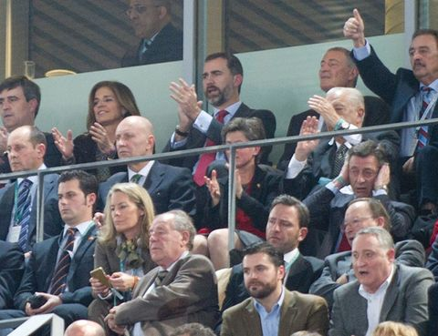 Hair, Face, Head, Nose, People, Crowd, Audience, Suit, Tie, Blazer,
