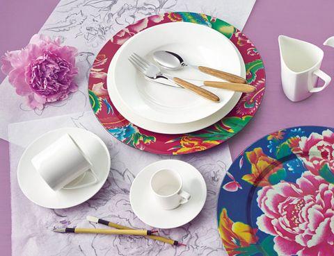 Serveware, Cup, Dishware, Porcelain, Drinkware, Coffee cup, Tableware, Petal, Teacup, Ceramic,