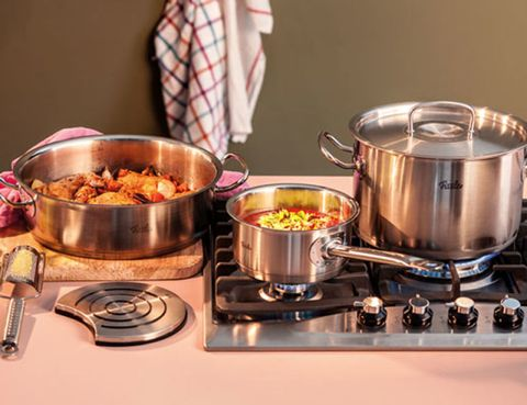 Food, Cuisine, Cookware and bakeware, Meal, Recipe, Serveware, Stove, Gas stove, Dish, Bowl,