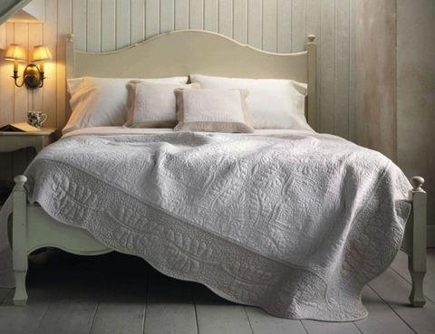 Bed, Lighting, Room, Interior design, Property, Bedroom, Bedding, Textile, Floor, Bed sheet,