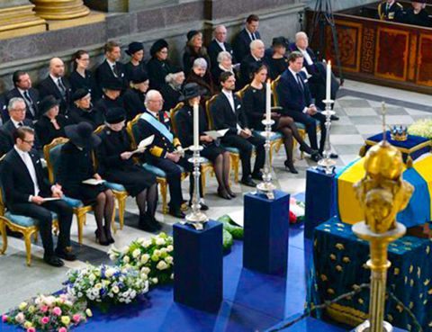 Uniform, Musical ensemble, Chair, Government, Crew, Music stand, Suit trousers, Official, Wind instrument, Auditorium,