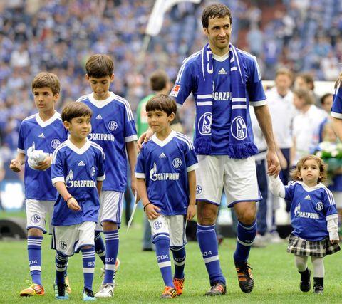 Sports uniform, Jersey, Sportswear, Sport venue, Human leg, Soccer player, Stadium, Uniform, Team, Soccer,