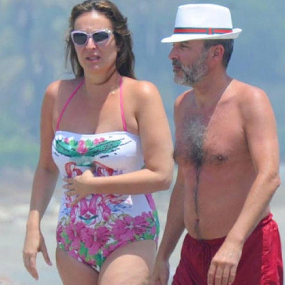 Ana Milán Y Fernando Guillén Todo El Día Pegados En La Playa Y En