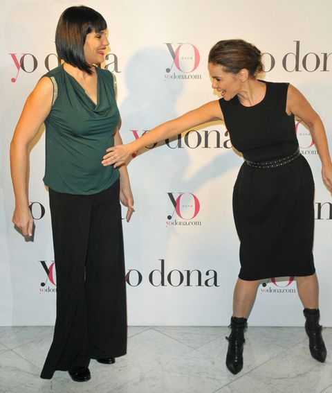 Shoulder, Joint, Dress, Style, Fashion accessory, Waist, Fashion, Boot, One-piece garment, Fashion design,