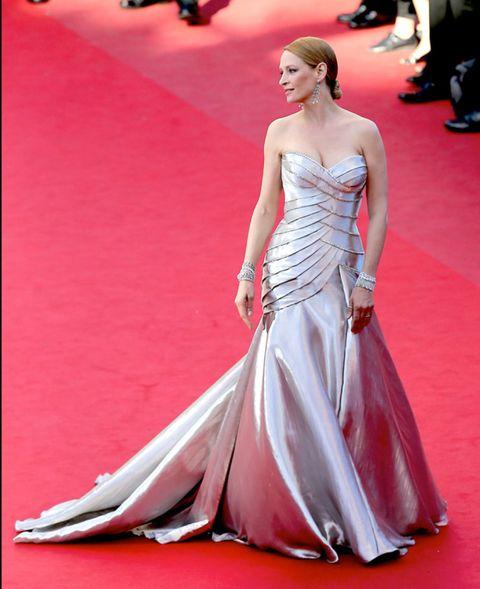Clothing, Human, Flooring, Human body, Shoulder, Dress, Red, Textile, Carpet, Joint,