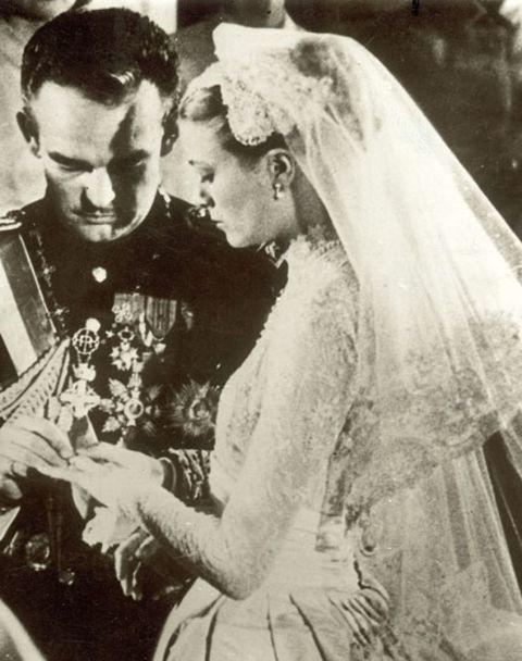 Clothing, Bridal veil, Veil, Bridal clothing, Photograph, Bride, Mammal, Bridal accessory, Wedding dress, Dress,