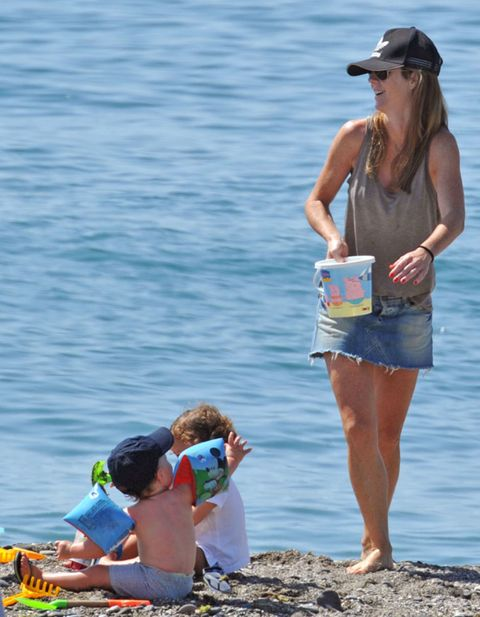 Human body, Cap, Water, Hand, Summer, People in nature, Goggles, Elbow, Sunglasses, Tourism,