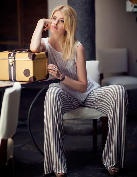 Shoulder, Sitting, Comfort, Furniture, Bag, Beauty, Fashion, Shoulder bag, Blond, Flash photography,