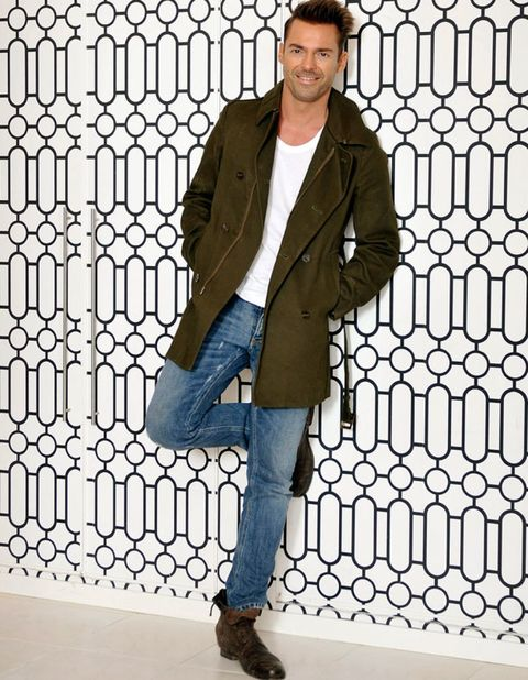 Clothing, Sleeve, Denim, Trousers, Jeans, Collar, Textile, Outerwear, Standing, Coat,
