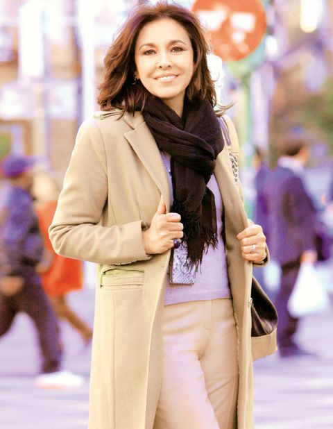 Sleeve, Human body, Bag, Outerwear, Coat, Style, Street fashion, Fashion, Jacket, Stole,