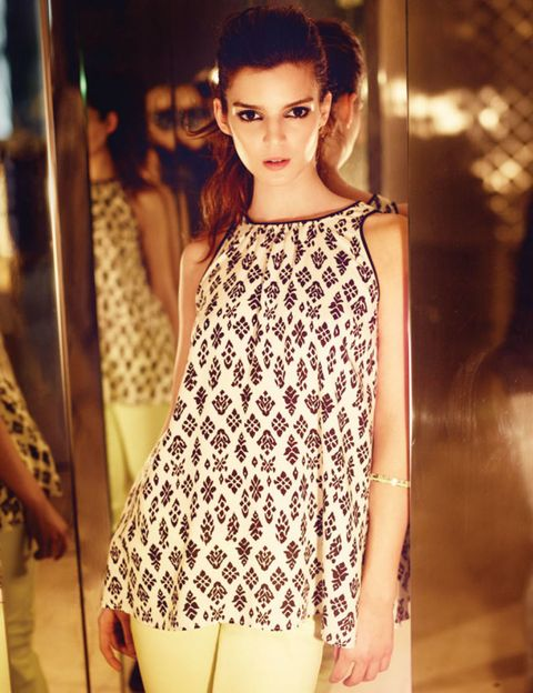 Shoulder, Style, Street fashion, Beauty, Fashion, Eyelash, Fashion model, Model, Long hair, Bag,