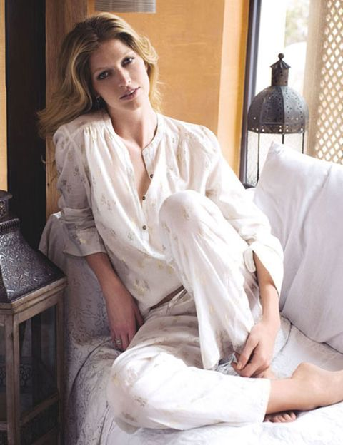 Shoulder, Textile, Comfort, Sitting, Furniture, Lamp, Lampshade, Knee, Fashion model, Model,