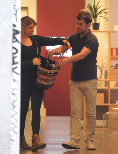 Footwear, Arm, Shoe, Bag, Houseplant, Conversation, Love, Shoulder bag, Handbag, Gesture,