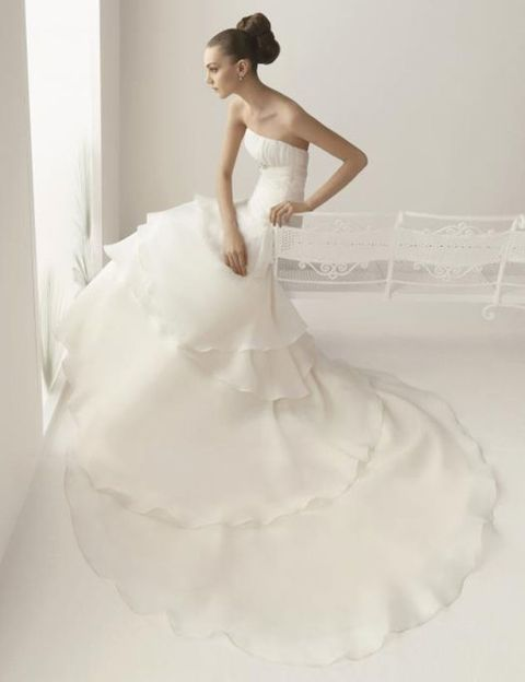 Clothing, Dress, Hairstyle, Sleeve, Human body, Shoulder, Bridal clothing, Textile, Strapless dress, Photograph,