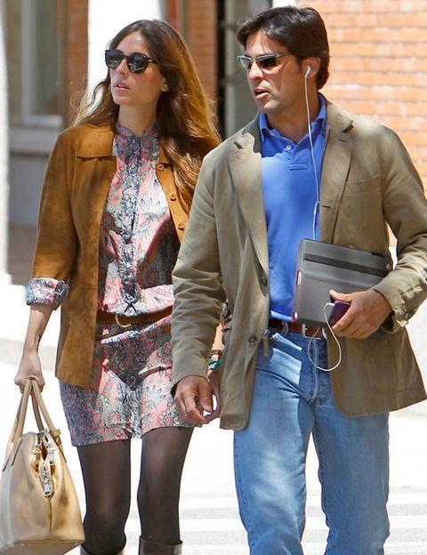 Clothing, Eyewear, Glasses, Vision care, Trousers, Sunglasses, Bag, Coat, Textile, Denim,