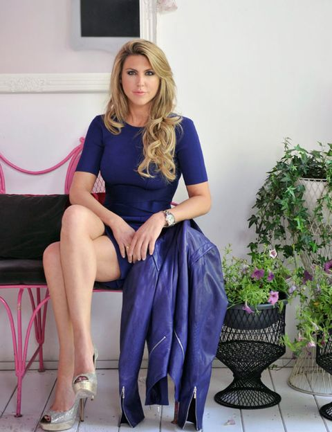 Clothing, Leg, Blue, Shoulder, Human leg, Joint, Sitting, Purple, Flowerpot, Knee,