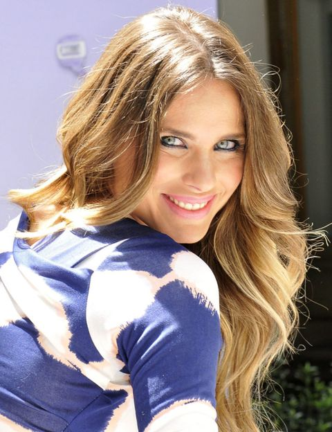 Hairstyle, Long hair, Beauty, Eyelash, Brown hair, Model, Fashion model, Blond, Photo shoot, Step cutting,