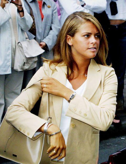 Outerwear, Collar, Dress shirt, Coat, Bag, Style, Fashion accessory, Blazer, Fashion, Street fashion,