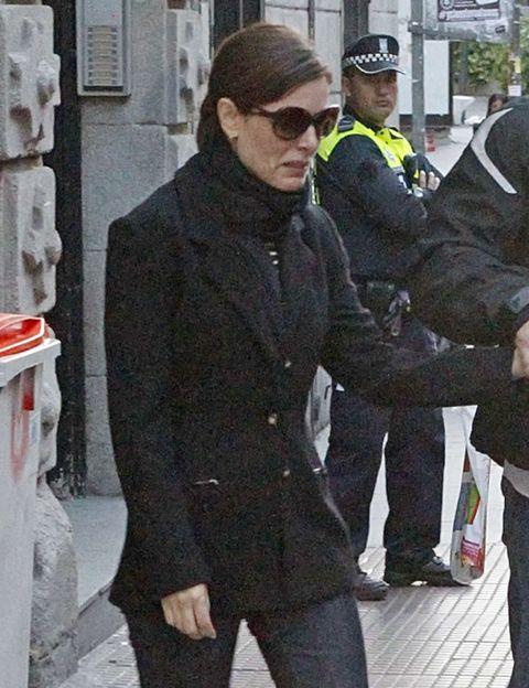 Cap, Trousers, Collar, Outerwear, Coat, Style, Hat, Sunglasses, Street fashion, Blazer,
