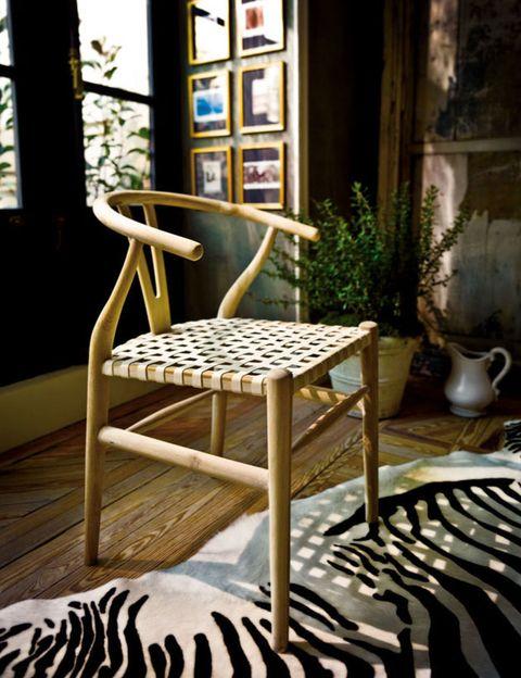 Wood, Floor, Flooring, Flowerpot, Chair, Hardwood, Serveware, Houseplant, Pottery, Design,