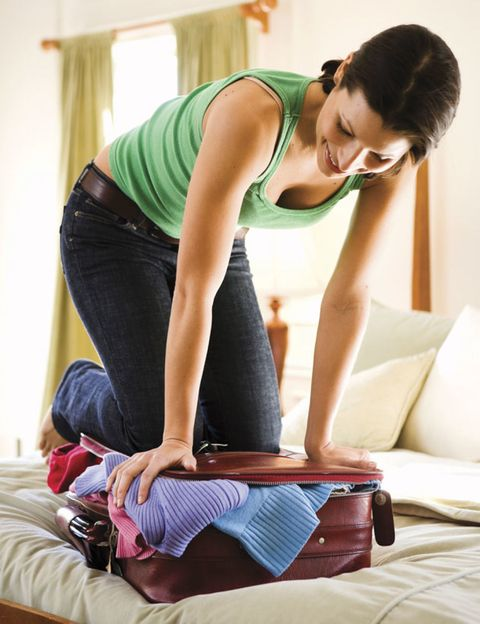 Shoulder, Human leg, Elbow, Textile, Joint, Waist, Sitting, Knee, Comfort, Thigh,