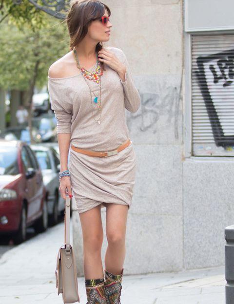 Clothing, Human leg, Goggles, Shoulder, Joint, Sunglasses, Jewellery, Style, Street fashion, Fashion,