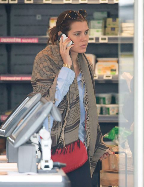 Shelf, Fashion accessory, Earrings, Bag, Street fashion, Shelving, Long hair, Retail, Service, Brown hair,