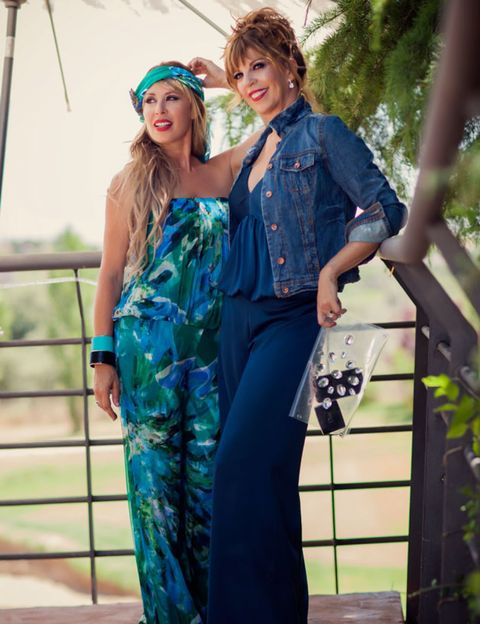 Clothing, Nose, Sleeve, Outerwear, Style, Fashion accessory, Hat, Teal, Dress, Turquoise,