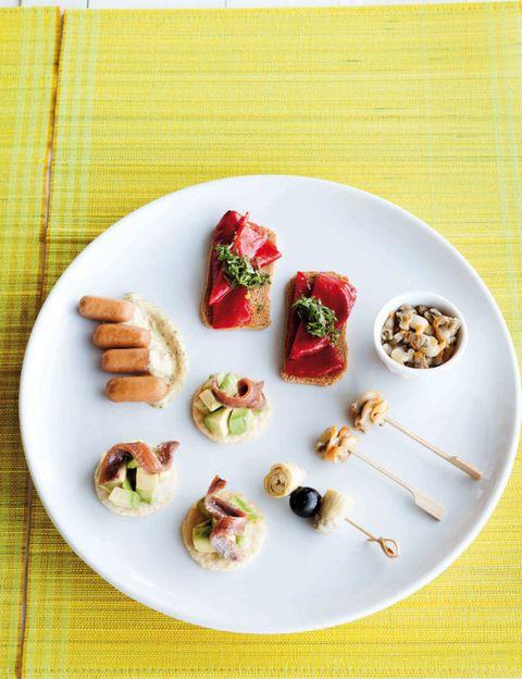 Cuisine, Food, Dishware, Tableware, Serveware, Finger food, Dish, Plate, Recipe, Garnish,
