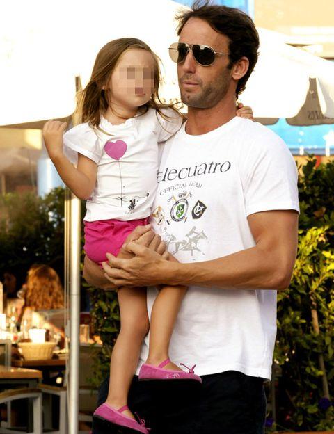 Eyewear, Pink, Sunglasses, T-shirt, Cool, Love, Goggles, Beard, Facial hair, Sandal,