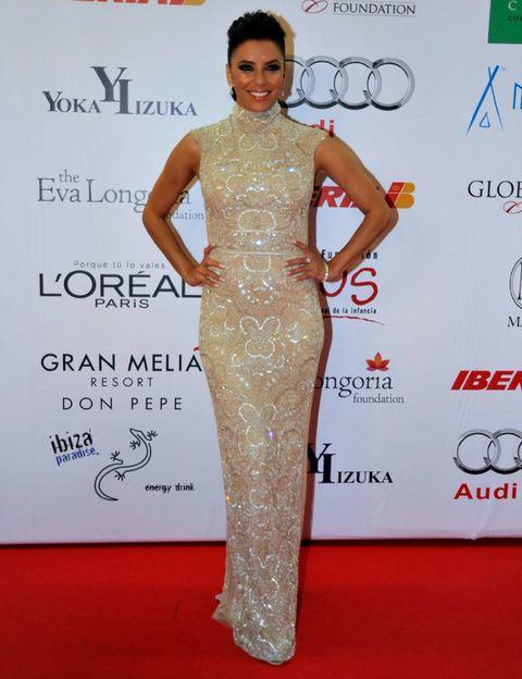 Human, Flooring, Shoulder, Style, Dress, Waist, Carpet, Public event, Premiere, Fashion design,