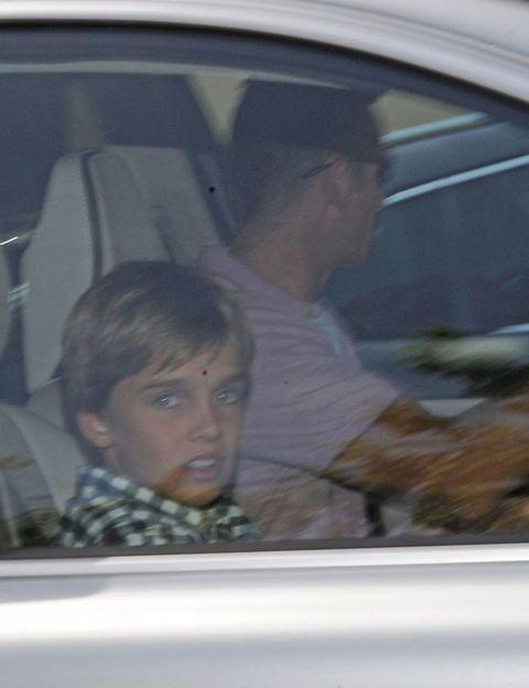 Head, Motor vehicle, Nose, Forehead, Mammal, Vehicle door, Glass, Car seat, Windshield, Automotive window part,