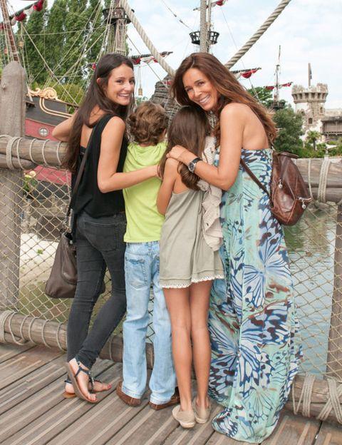Footwear, Smile, Jeans, Denim, Tourism, Happy, Leisure, Summer, T-shirt, Dress,