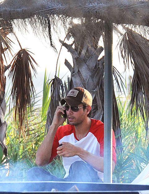 Cap, Goggles, Leisure, Hat, T-shirt, Arecales, Sunglasses, Vacation, Baseball cap, Tropics,