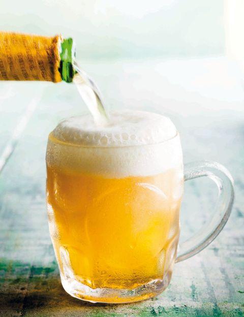 Liquid, Drinkware, Beer, Drink, Alcohol, Alcoholic beverage, Fluid, Barware, Beer glass, Tableware,