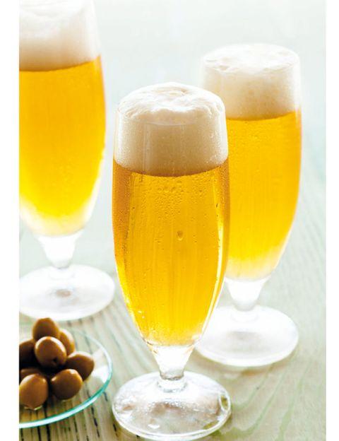 Beer, Yellow, Drink, Glass, Serveware, Barware, Beer glass, Alcohol, Alcoholic beverage, Tableware,
