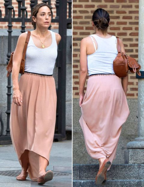 Clothing, Brown, Human body, Shoulder, Textile, Joint, Waist, Style, Basketball, Orange,