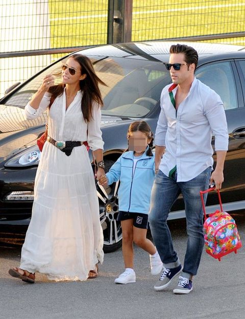 Clothing, Eyewear, Vision care, Trousers, Land vehicle, Shirt, Sunglasses, Outerwear, Car, Bag,