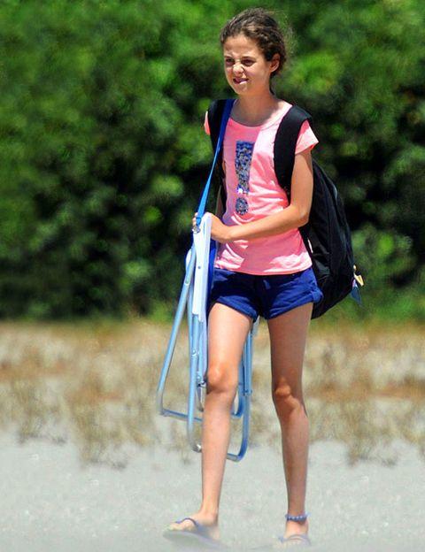 Human leg, Summer, Waist, People in nature, Toe, Beauty, Barefoot, Foot, Sleeveless shirt, Knee,