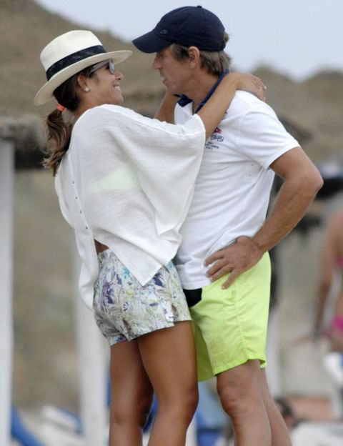 Cap, Sleeve, Shirt, Human leg, Active shorts, Interaction, Shorts, Fashion, Bermuda shorts, Baseball cap,