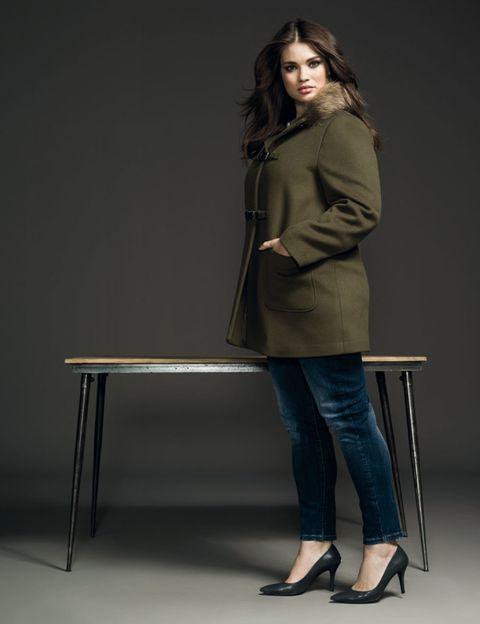 Sleeve, Shoe, Joint, Denim, Standing, Sitting, Coat, Fashion, Blazer, Knee,