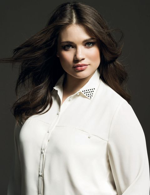 Clothing, Lip, Hairstyle, Collar, Sleeve, Shoulder, Eyebrow, Eyelash, Fashion, Beauty,