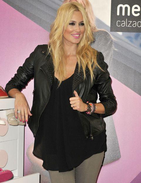 Sleeve, Fashion accessory, Logo, Long hair, Blond, Blazer, Layered hair, Feathered hair, Brown hair, Hair coloring,