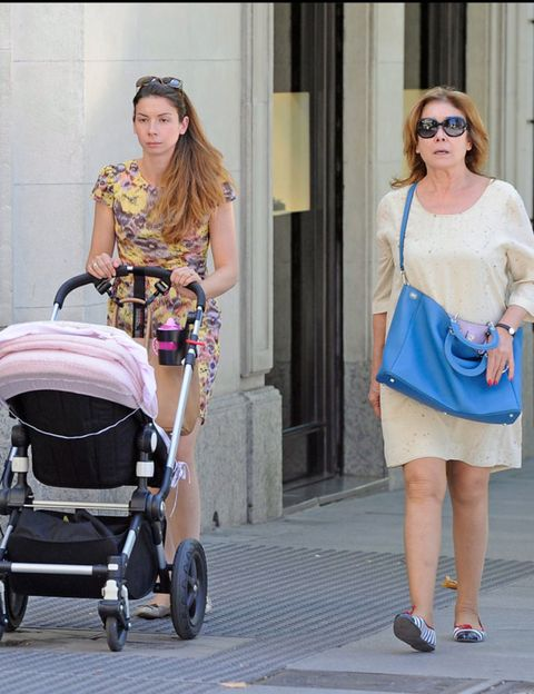 Clothing, Eyewear, Product, Shoulder, Baby Products, Baby carriage, Outerwear, Sunglasses, Fashion accessory, Bag,