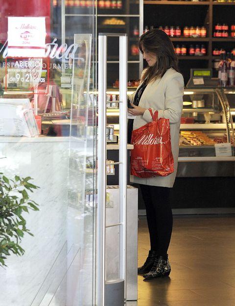 Glass, Retail, Street fashion, Transparent material, Customer, Bag, Snapshot, Display case, Shelf, Long hair,