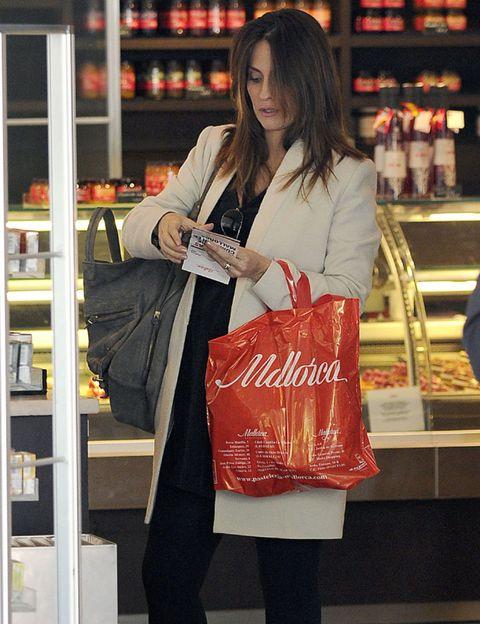 Retail, Bag, Shopping, Service, Shelf, Customer, Luggage and bags, Street fashion, Shelving, Long hair,