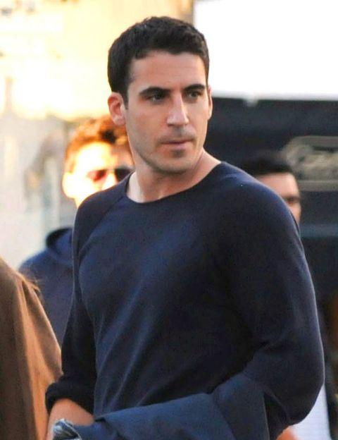 Head, Sleeve, Human body, Shoulder, Street fashion, Black hair, Long-sleeved t-shirt, Active shirt, High and tight,